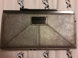 Kenneth Cole Reaction Clutch Purse ~ NWOT ~ Metallic 🔥Cle